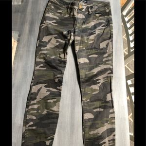 Express Lowrise Camo Legging pants